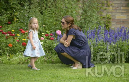 summer photo session, Crown Princess Mary and Princess Isabella, july 2013