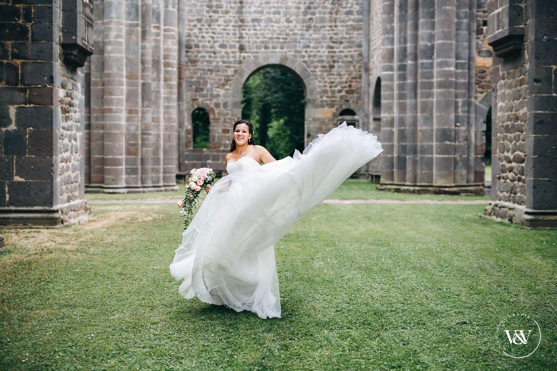 Brautportrait Brautbilder Ideen Brautpaarshooting Ideen Brautkleidbilder Klosterarnsburg Hochzeit In Klost Braut Portraits Hochzeit Bilder Hochzeitsbilder
