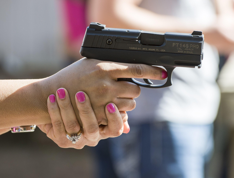 two hands hold gun - Recherche Google | Star Wars Project ...