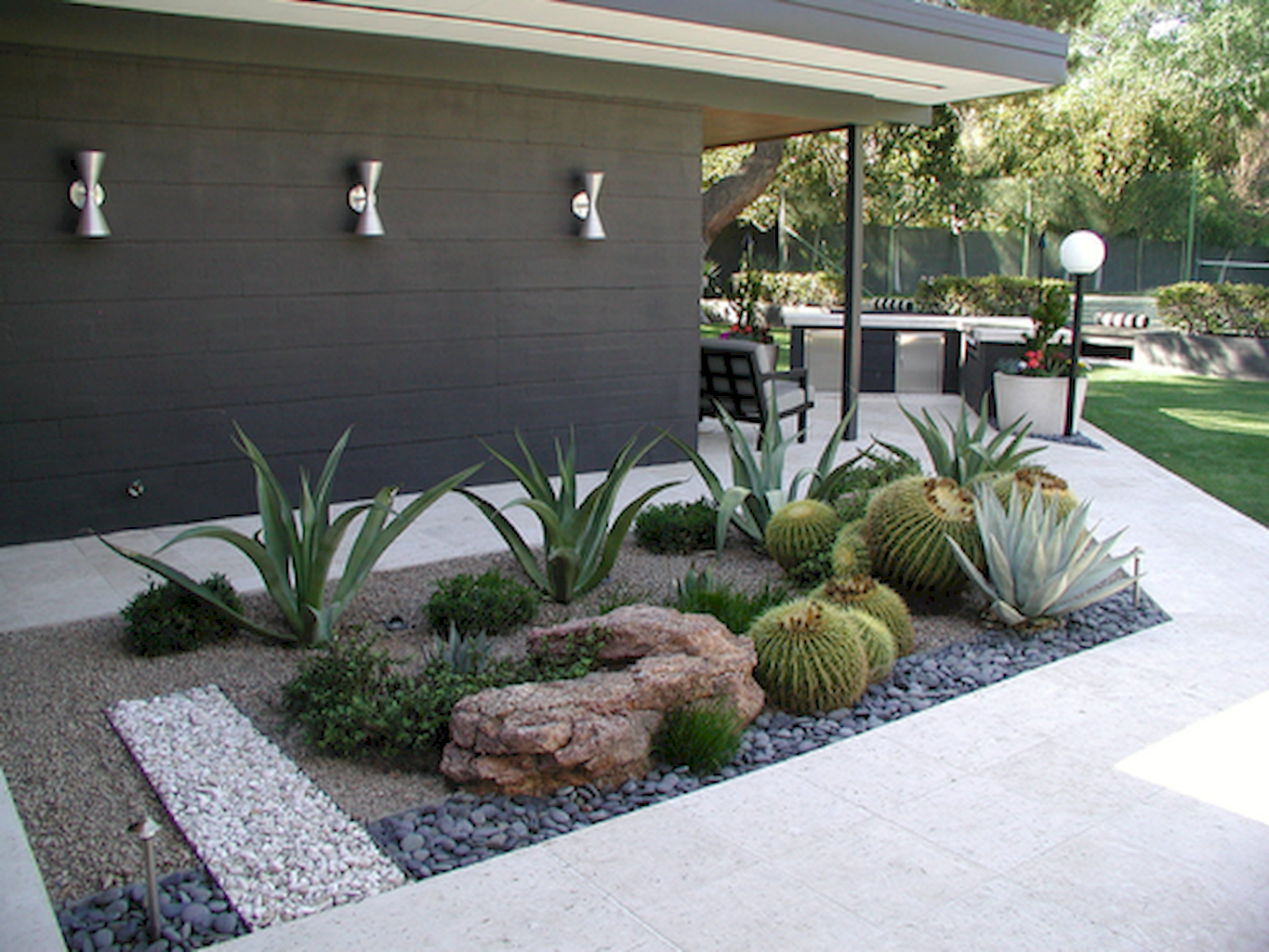 Affordable Low Maintenance Front Yard Landscaping Ideas 22 Modern Garden Landscaping Garden Landscape Design Low Water Landscaping