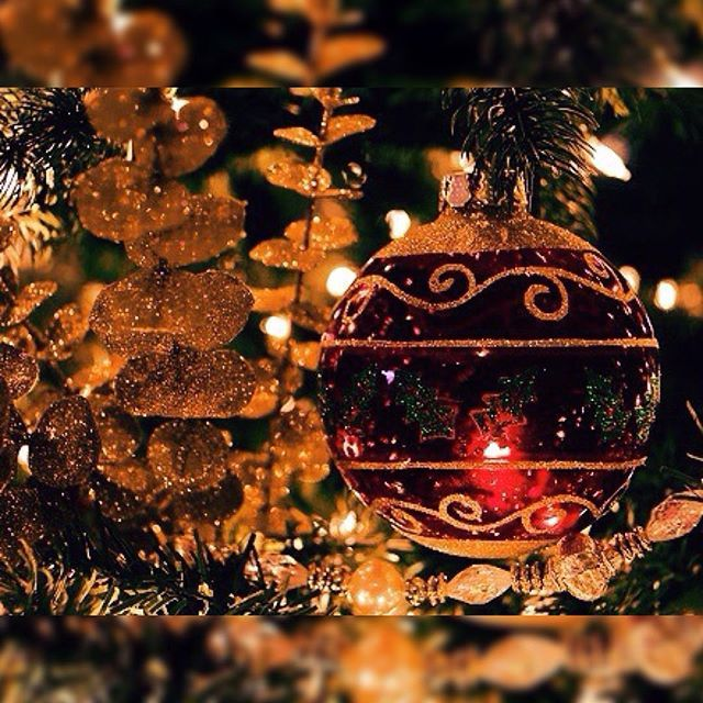 It S Beginning To Look A Lot Like Christmas Everywhere You Go Take A Look At The Five And Ten Gli Christmas Lovers Christmas Blessings Very Merry Christmas