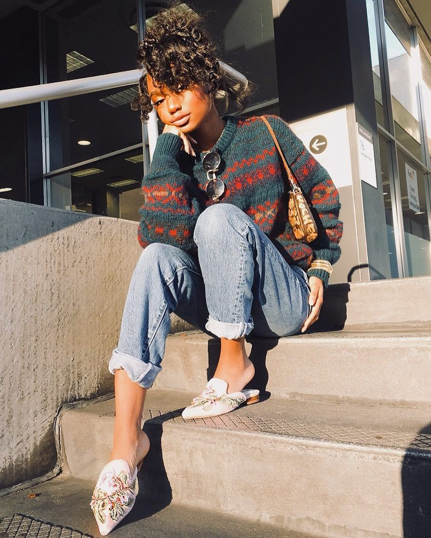 "Aerin Creer on Instagram ""You can tell I basically live in sneakers because whenever I don't wear any my feet look like I stepped in flour  Issashame "" is part of Mom jeans outfit - 17 6k Likes, 90 Comments  Aerin Creer (@aerincreer) on Instagram ""You can tell I basically live in sneakers because whenever I don't wear any my feet look like I…"""
