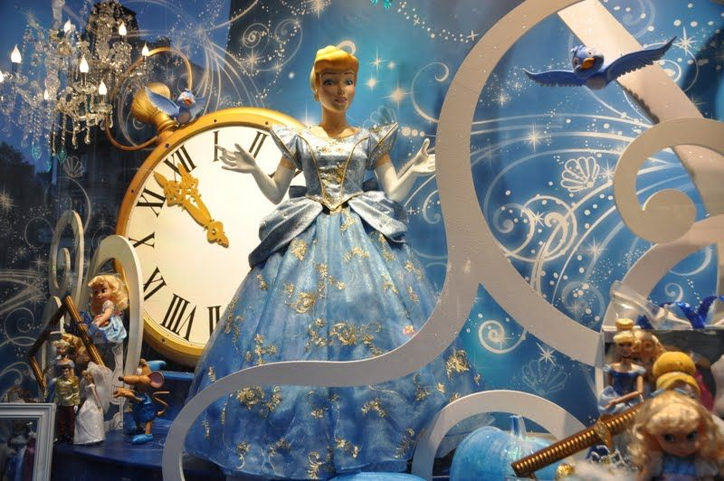 Vitrines des Grands Magasins du Boulevard Haussmann #noel #shopping #christmas