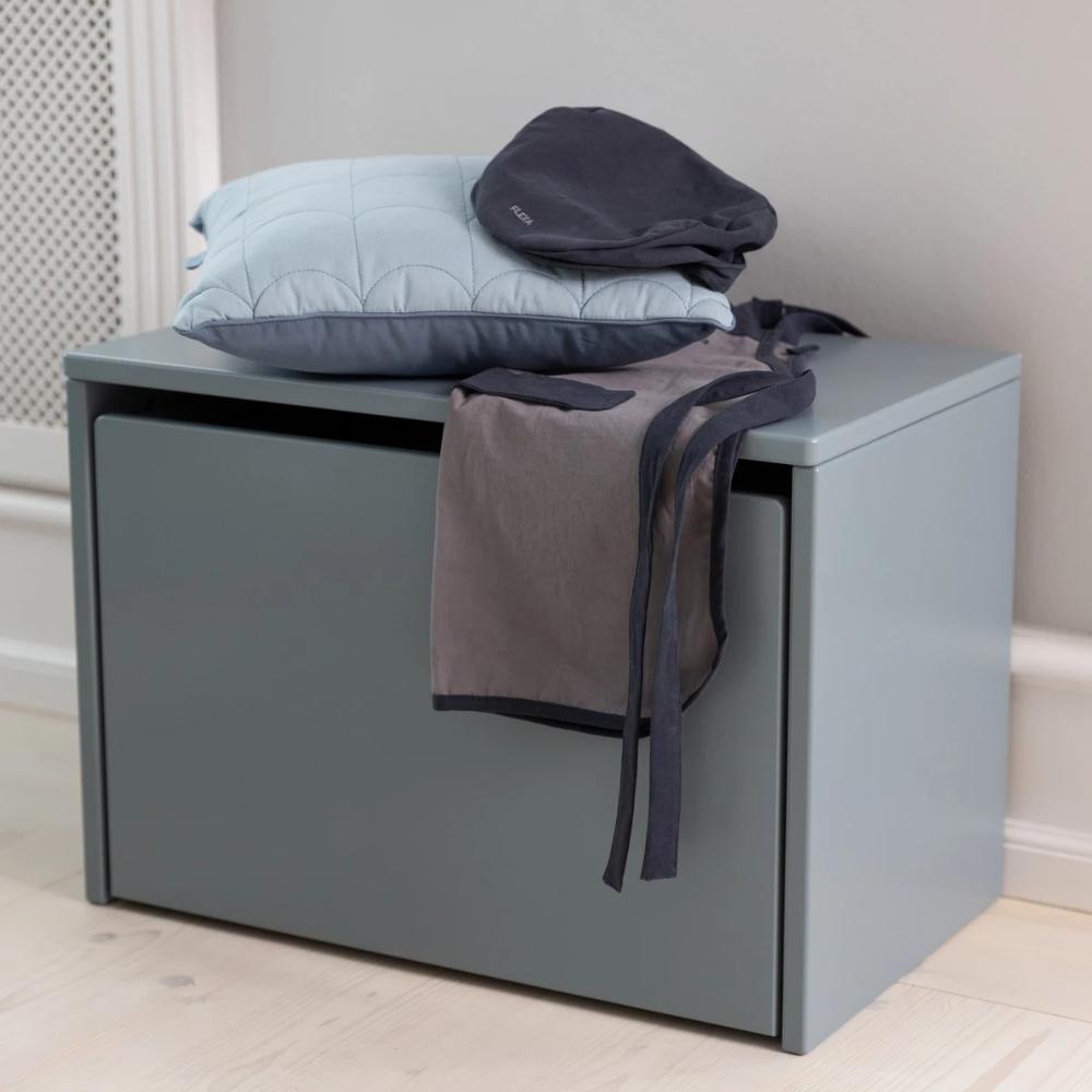 Flexa Play Nachttisch Sitzbank Aufbewahrungskiste Light Blue Mit Rollen 42x60x35 Cm In 2020 Sitzbank Aufbewahrung Kinderzimmer Aufbewahrung