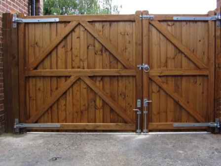 Driveway gate 30 40 split for a side yard access would for Wood driveway gate plans