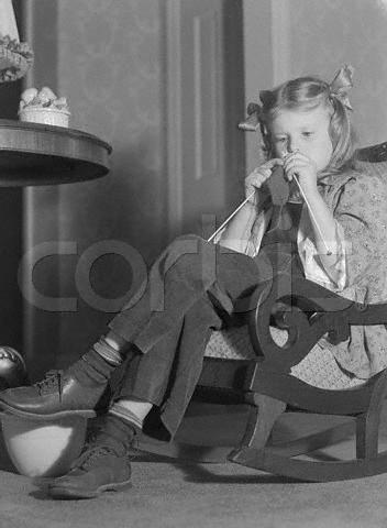 Girl Knitting --- Image by ? Bettmann/CORBIS