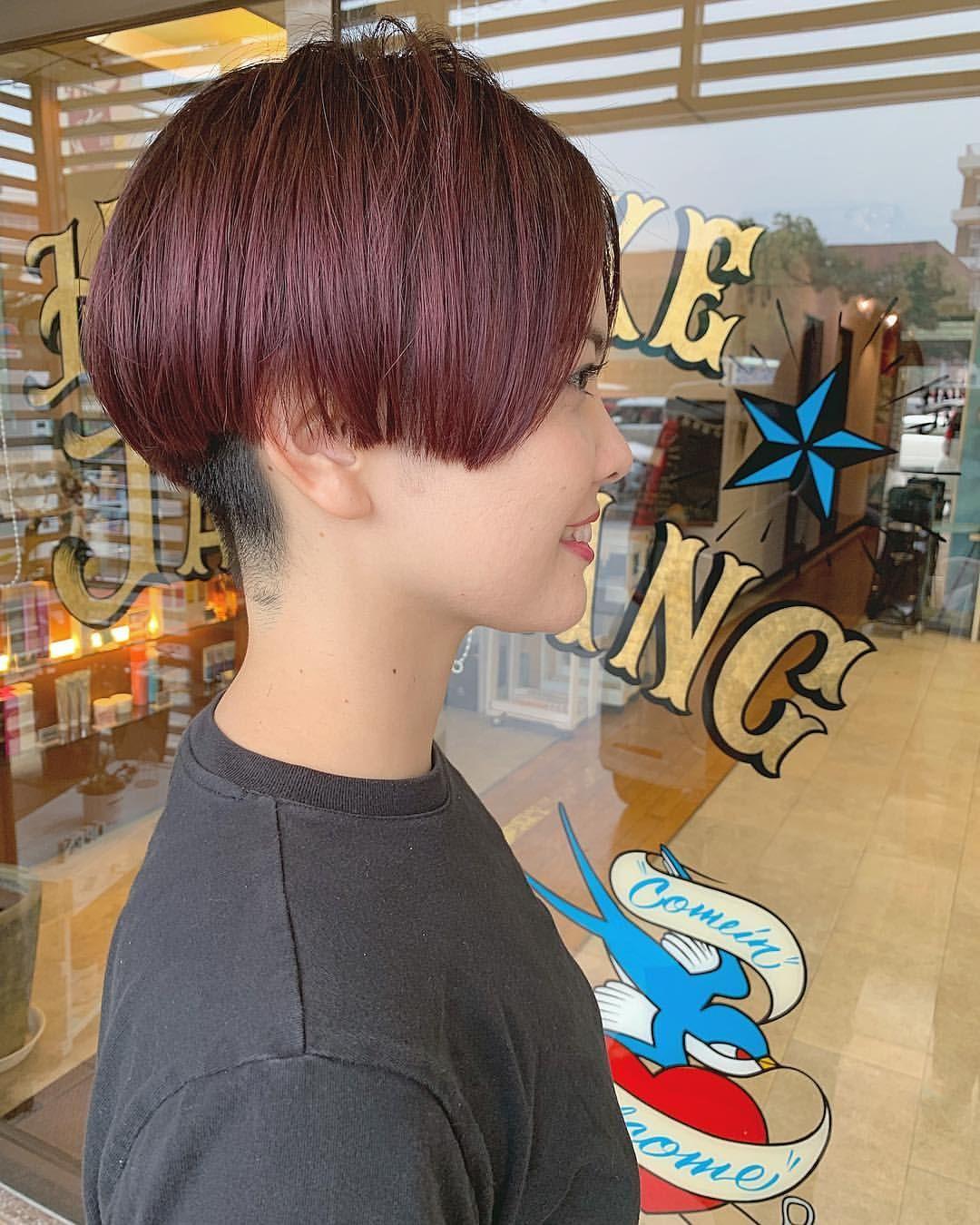 Jag Pezziさんはinstagramを利用しています まだまだ外国人風のくすみカラーが人気ですが 春はピンク系もオススメです 甘くなりすぎないようにカットはかっこよく スタイリスト Aya Aya427 ピンクヘア 刈り上げ 短い髪のためのヘアスタイル ブロンド