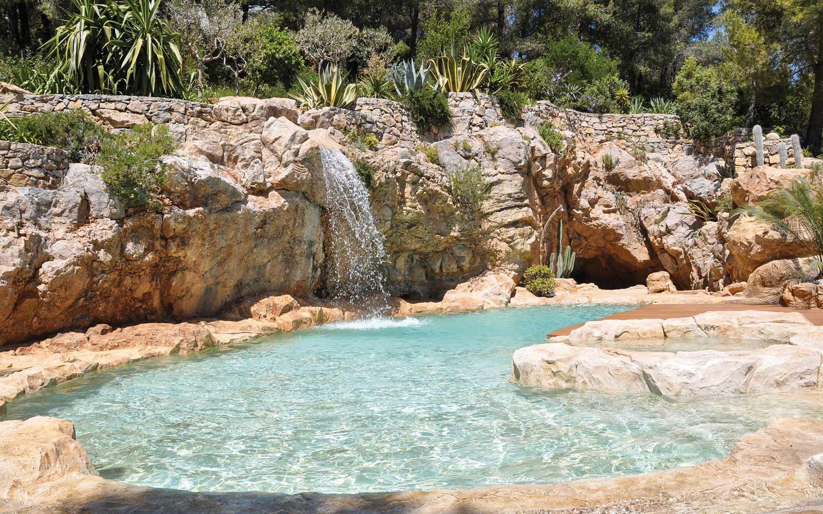 piscine creus u00e9e dans la roche