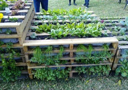 i dont have a space problem in my garden but this is a great idea if you do 20 creative ways to upcycle pallets in your garden using pallets both - Garden Ideas Using Pallets