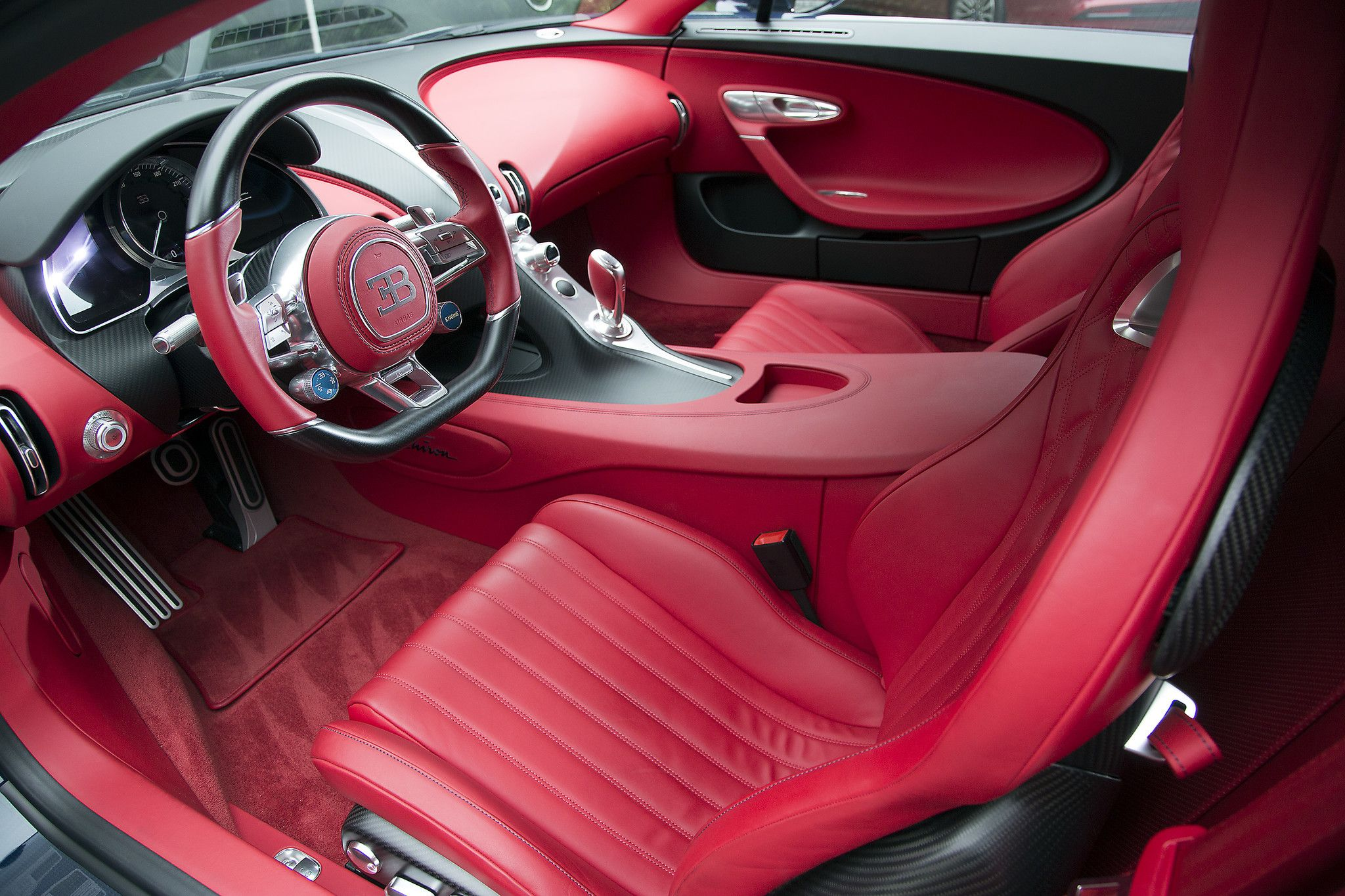 Driving The World S Fastest Most Luxurious Supercar The 3