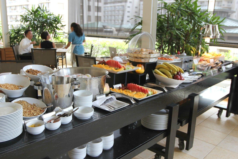 Breakfast Buffet At In Yo Cafe Trump International Hotel Waikiki Beach Walk