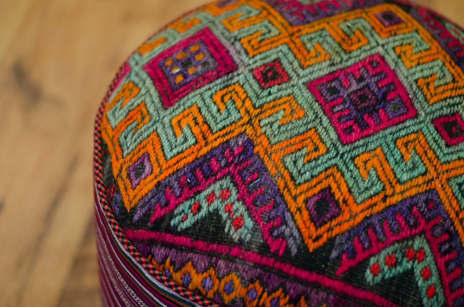 Kilim Pouf Round With Images Persian Rug