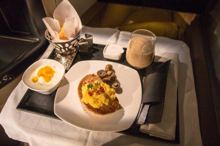 Etihad Business Class Frühstück. #businessclass #airbus #boeing #economyclass #firstclass #etihad #travel #review #food #boeing787 #dreamliner #breakfast #frühstück