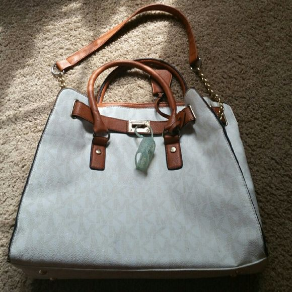 Large Michael Kors Hamilton Large Michael Kors Hamilton satchel vanilla. It is missing the lock which can be purchased online. It will come with the hand sanitizer holder to keep it together. The purse is just too large for me. I am open to trades just let me know what you got. Looking for a smaller version of this and not too picky on the color. No free shipping sorry Michael Kors Bags Satchels