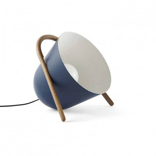 Décorez votre intérieur avec cette une lampe à poser d'exception, orientable, originale et design : Lampe Elma en métal et bois du studio design italien Incipit Lab