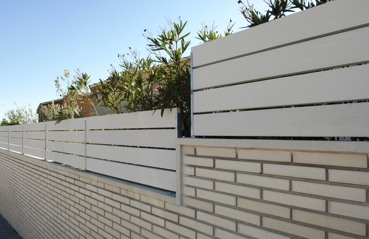Valla para jardin home perimeter wall pinterest for Valla metalica jardin
