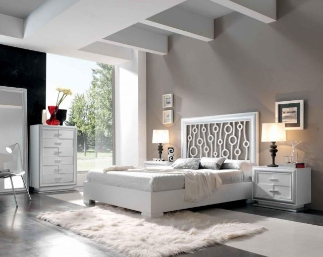 wandfarbe schlafzimmer hellgrau moderne weiße möbel fellteppich