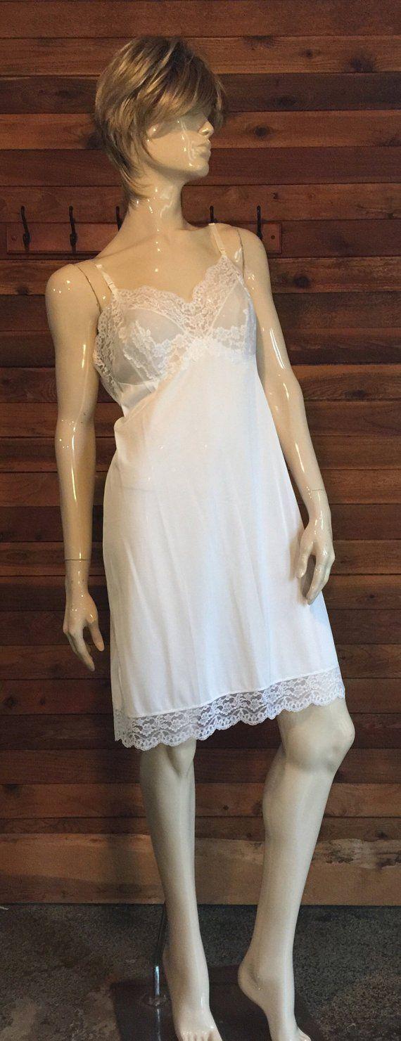 a58a8cb57 Vintage Lingerie 1950s Hollywood VASSARETTE White Size 38 A Full Slip