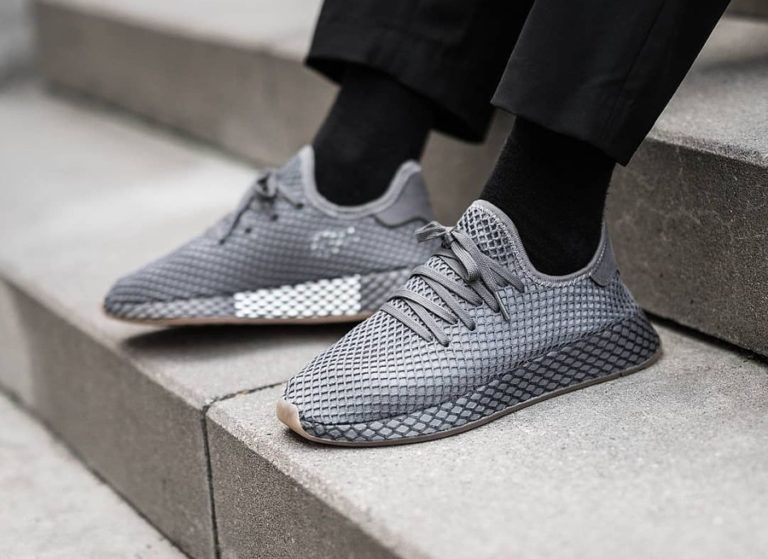 info for 15908 8ce3f Chaussure Adidas Deerupt Runner gris foncé Grey Three Four on feet CQ2627  (1)