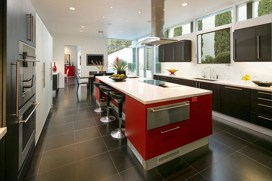 The Kitchen Of A Contemporary Hillside Home In California Includes Built In Frosted Glass Cab Luxury Kitchen Design Kitchen Design Trends Modern Homes For Sale
