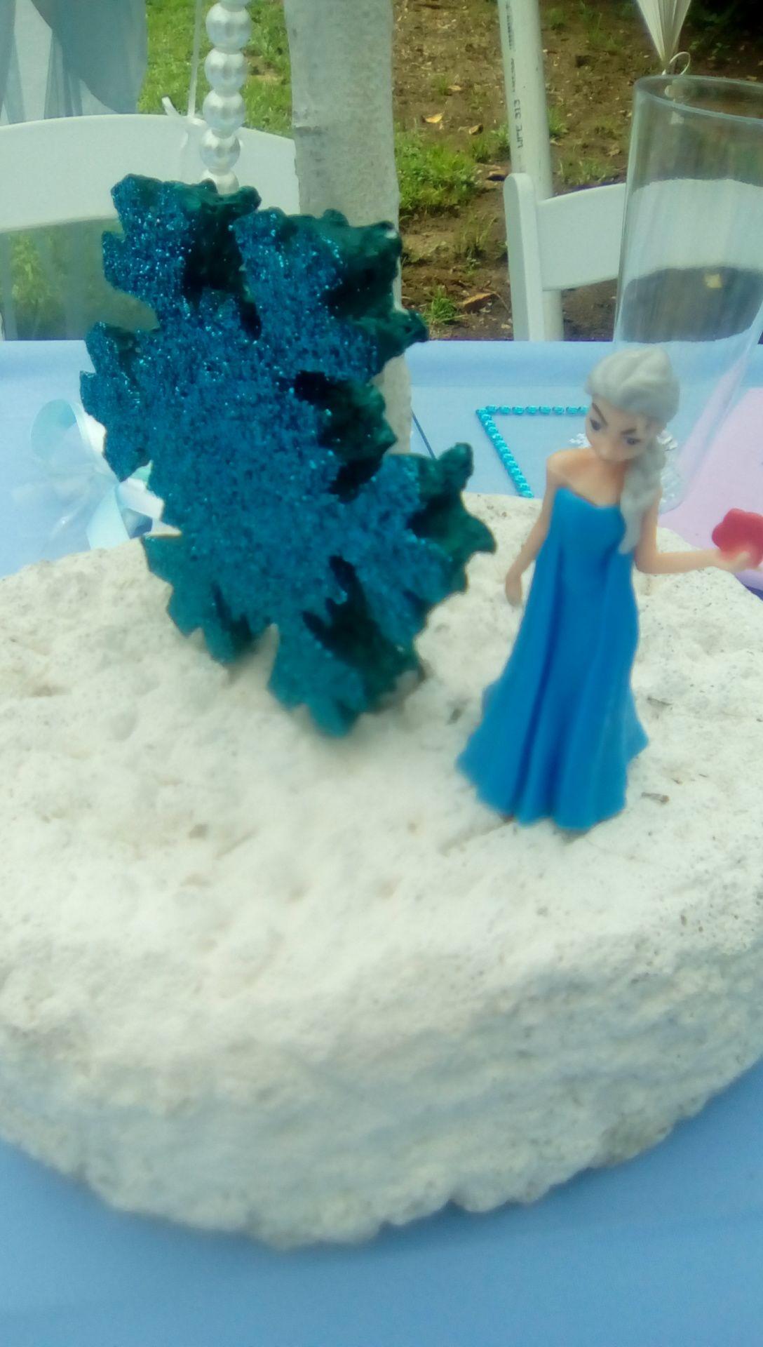 Frozen party centrepiece