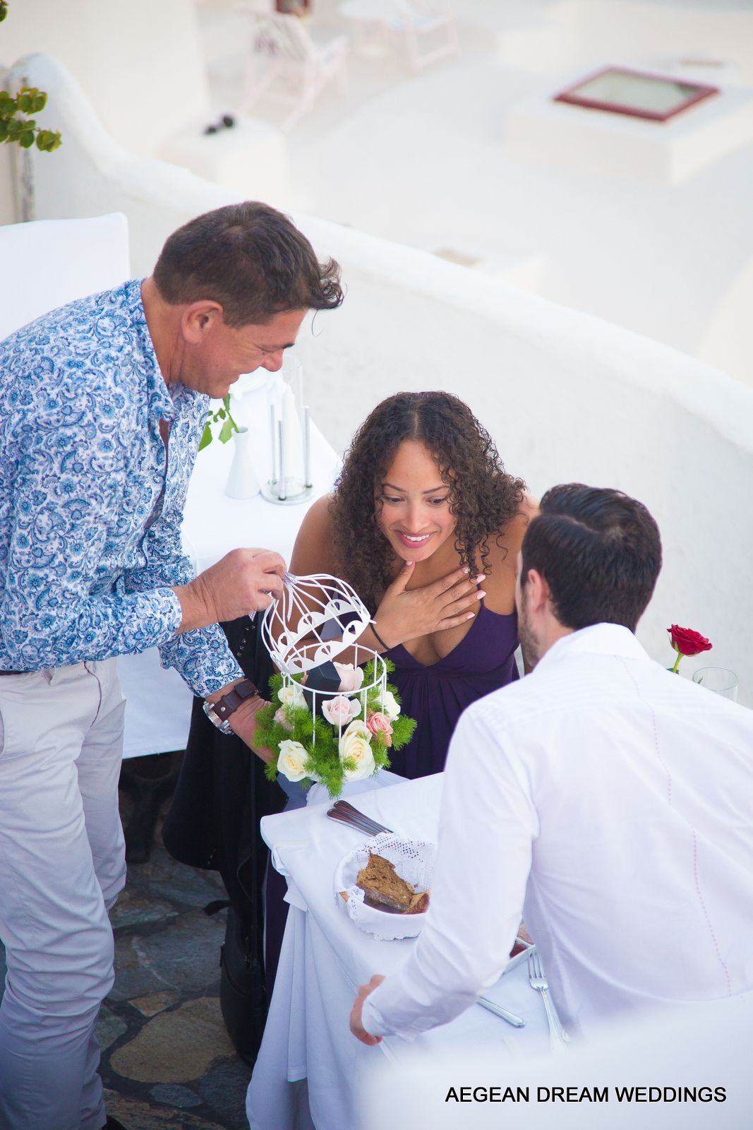 surprise marriage proposal dinner in santorini organized by aegean