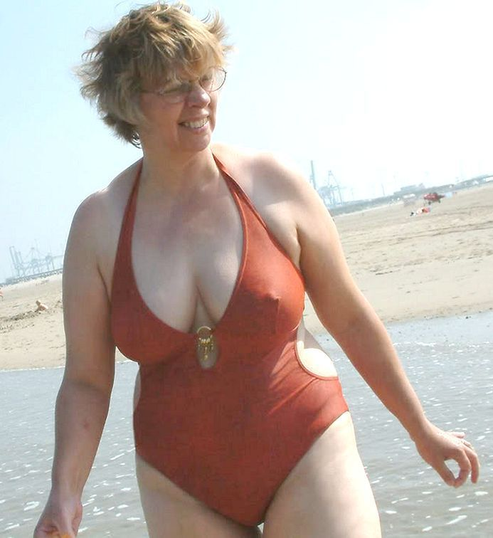 Mature Bathing Pics 71