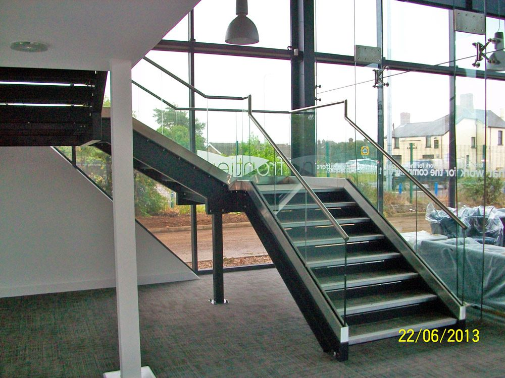 Best Architectural Staircase With Glass Balustrade Stairs 400 x 300
