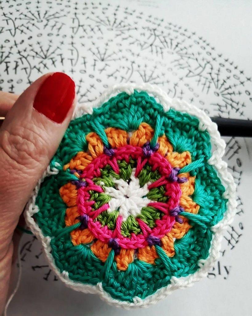 Mandalan tekoa välityönä  #mandala #crochet #crocheting #crochetlife #crochetmandala #virkkaa #virkkaus #virkkaaminen #virkkaamandala