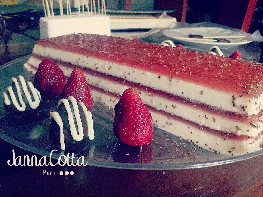 Torta De Panna Cotta de Fresa