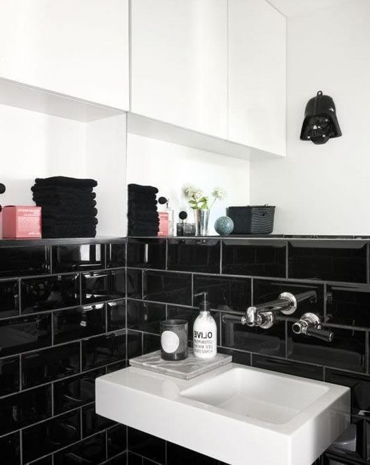 Badezimmer Mit Schwarzen Fliesen schwarze fliesen subway rechteckige im badezimmer wohnung