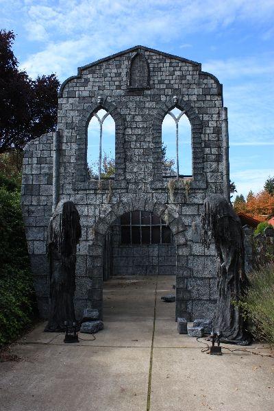 Davis Graveyard Haunters Hangout Halloween Graveyard Halloween Haunted Houses Outdoor Halloween