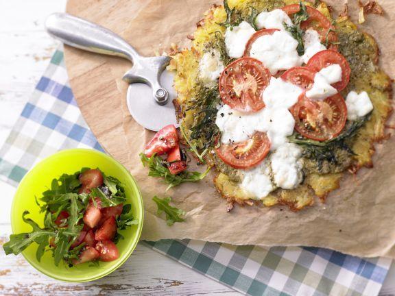 Rösti-Pizza mit Salat unterstützt den Flüssigkeitshaushalt mit viel Kalium und das Immunsystem mit Vitamin C.