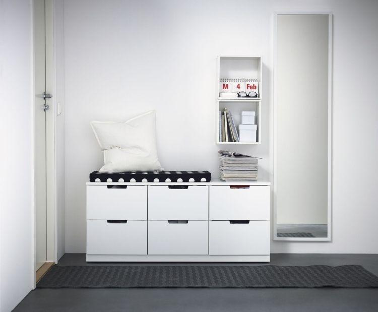 sitzbank mit schubladen unter der sitzfl che spiegel und regal in hnlichen proportionen home. Black Bedroom Furniture Sets. Home Design Ideas