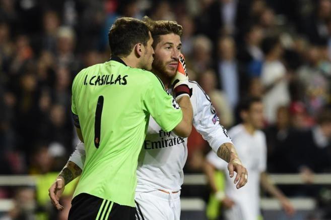 Iker Casillas, junto a Sergio Ramos. | Leyendas blancas ...