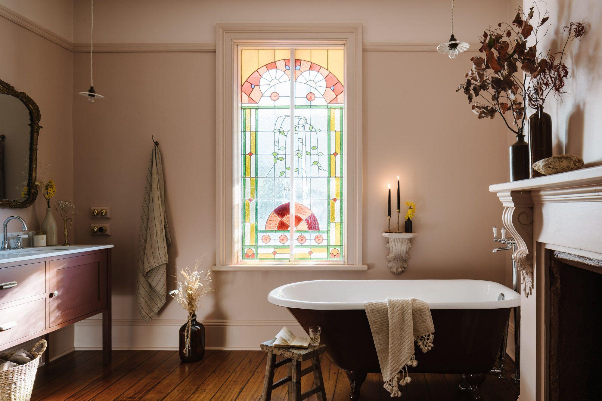Australian Interior Photographer Marnie Hawson For Lumiere Lodge Hobart In 2020 Bathroom Colors Chic Bathrooms Interior