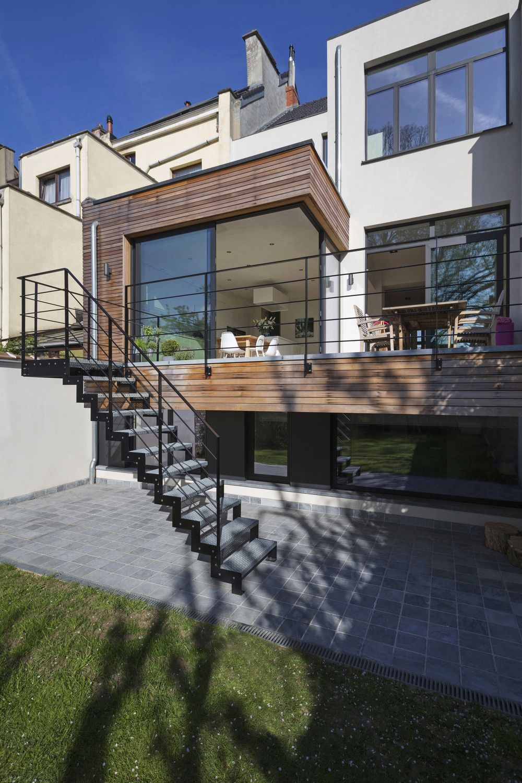 projet de r novation contemporain cach derri re la fa ade. Black Bedroom Furniture Sets. Home Design Ideas