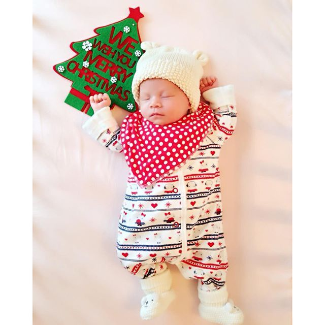 """My First Christmas! 25 DEC 2014 #babygirl #18daysold #mslittletung #firstchristmas"" Photo taken by @ms_little_tung on Instagram, pinned via the InstaPin iOS App! http://www.instapinapp.com (09/08/2015)"