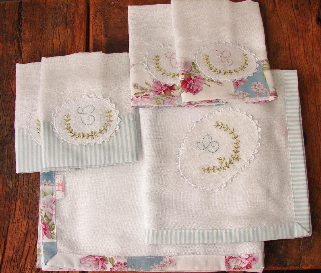 O kit contêm 1 toalha fralda no tamanho 70 x 70 cm + 1