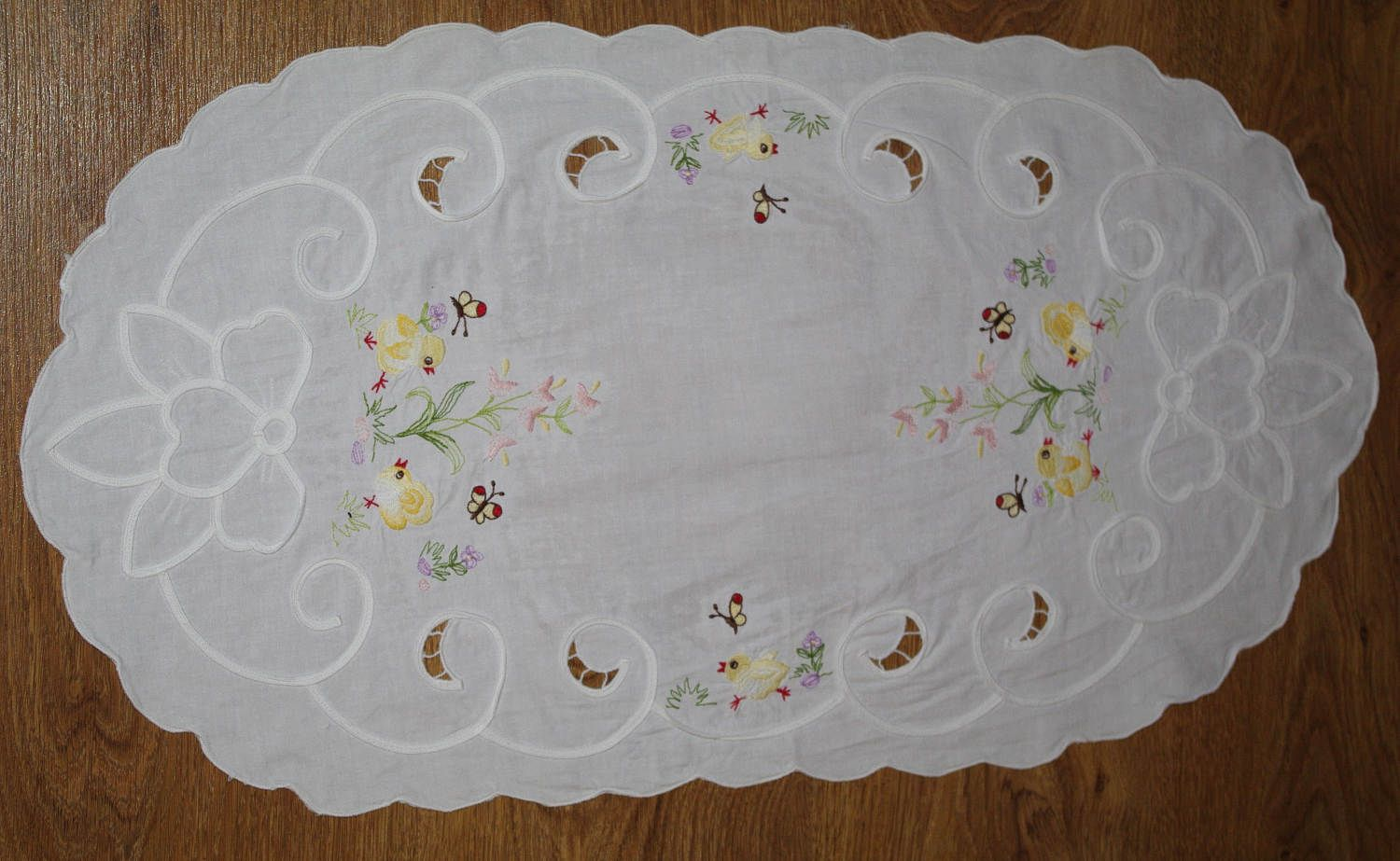 Easter Polish Richelieu White Oval Table Runner Embroidered Chickens Spring  Dresser Scarf Cutwork Embroidery Polish Linen