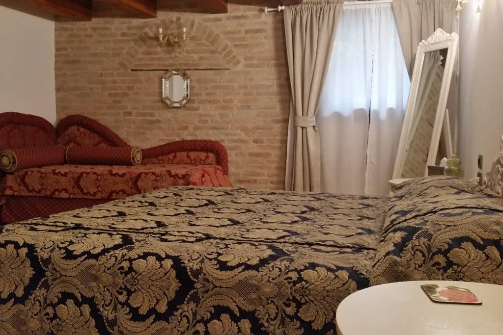"Apartment in Venezia, Italy. Located in Cannaregio, the liveliest and most venetian district of the historical Venice, this beautiful and cozy renewed apartment is only a stone's throw away from the popular  road ""Strada Nuova"" and is accessible only through an intimate court..."
