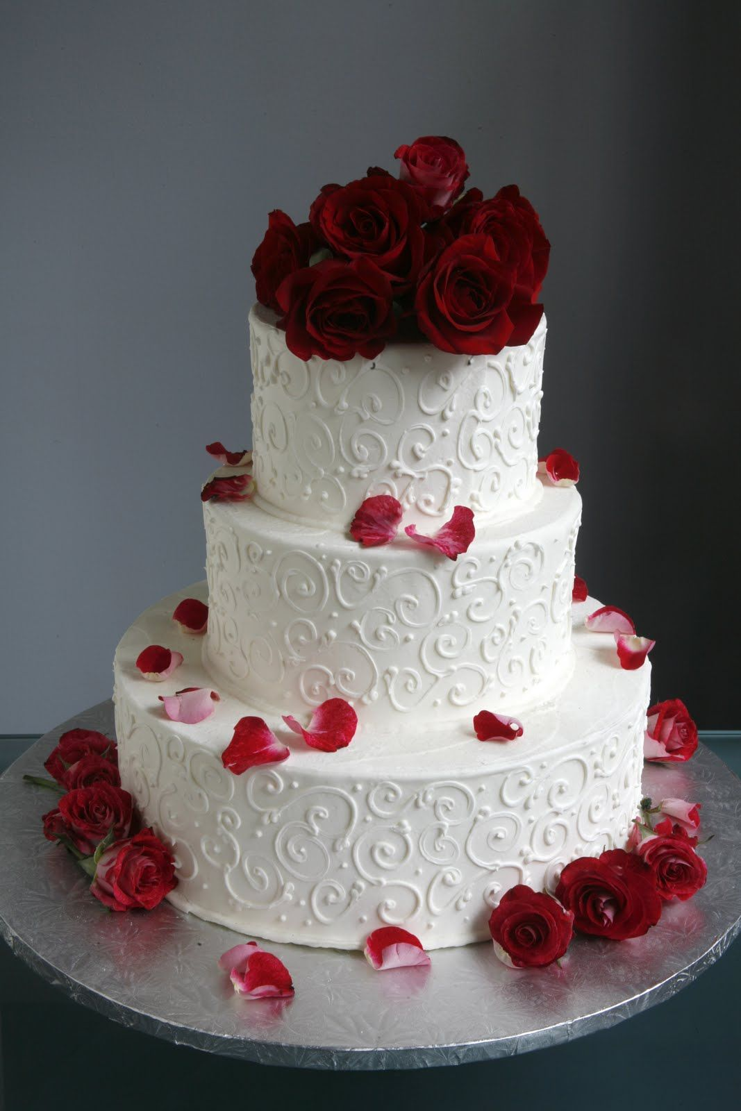 putting fresh roses on wedding cake wedding cakes with fresh flowers simple cake wedding 18931
