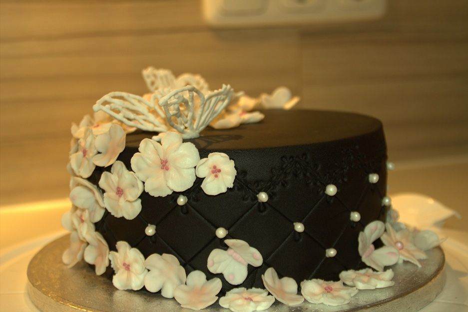 cake black and white 1
