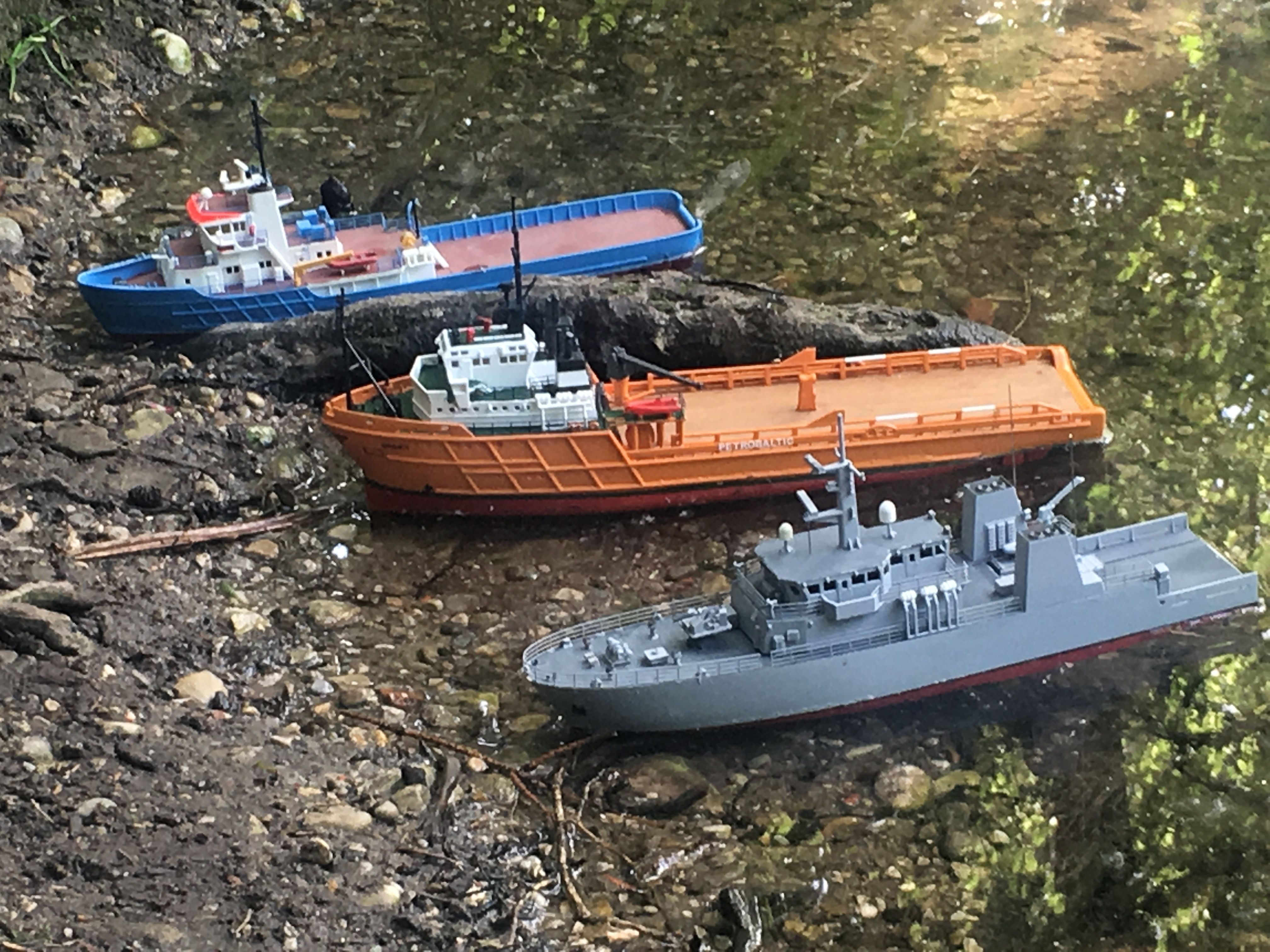 3D printed model boats in 1:200 with RC functionality - several are
