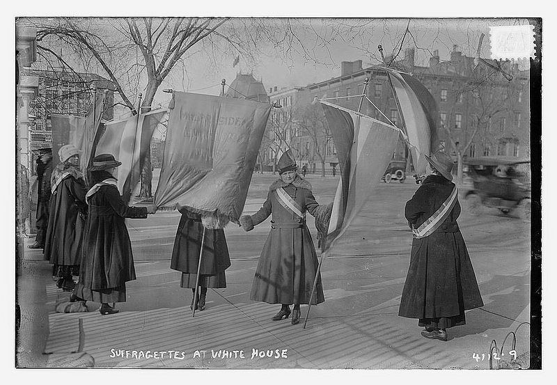 Suffragettes at White House (LOC)