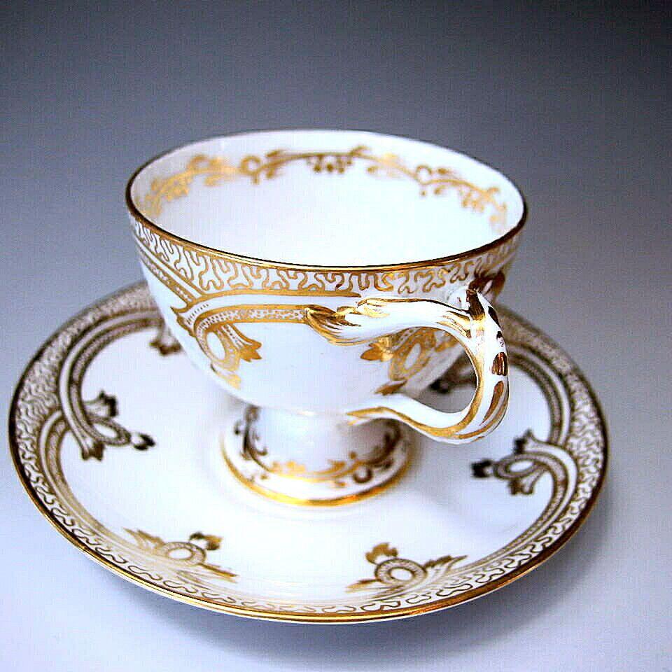 ウースターのプリンセスのような美しいシェイプのカップ&ソーサーです。後ろ姿まで美しい1876-91年頃の作品です。詳細は以下でご覧くださいませ。 ⇩ http://eikokuantiques.com/?pid=94921958 #アンティーク #イギリス #英国 #アンティークカップ #英国アンティークス #ロイヤルウースター