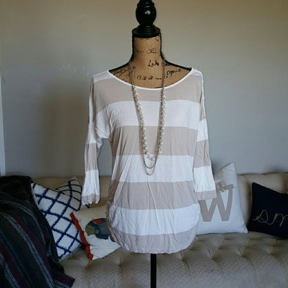 Neutral Maternity top Cute button detail on the sleeve Old Navy Tops Tunics