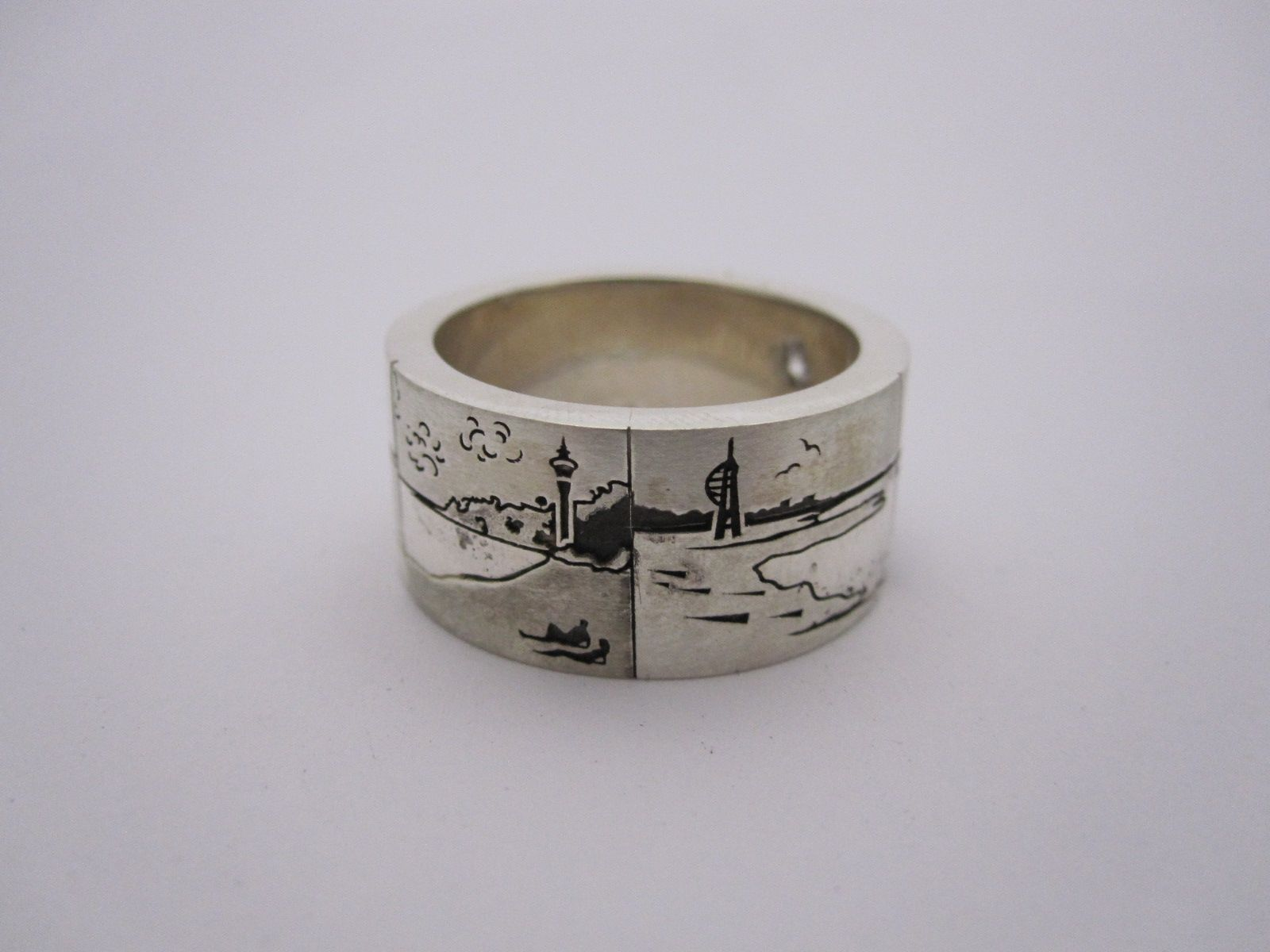 Put your favorite New Zealand image on your wedding band by
