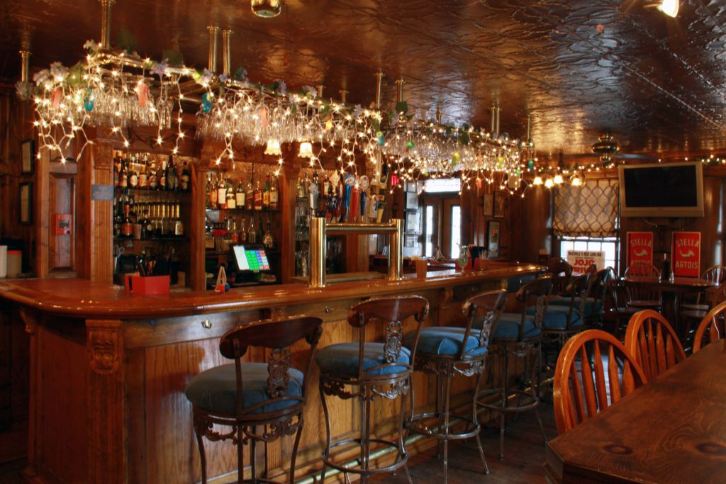 Mccoole S At The Historic Red Lion Inn Vacation Restaurants Red Lion Inn Inn