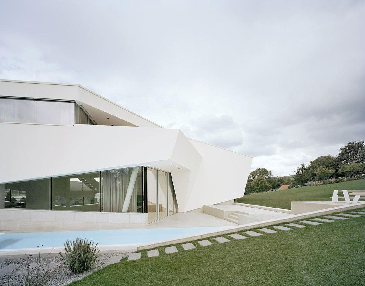 Futuristic Villa Design in Sculptural Architecture and Simple ...